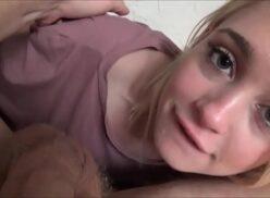 Comendo enteada novinha ninfetinha loirinha de 18 aninhos